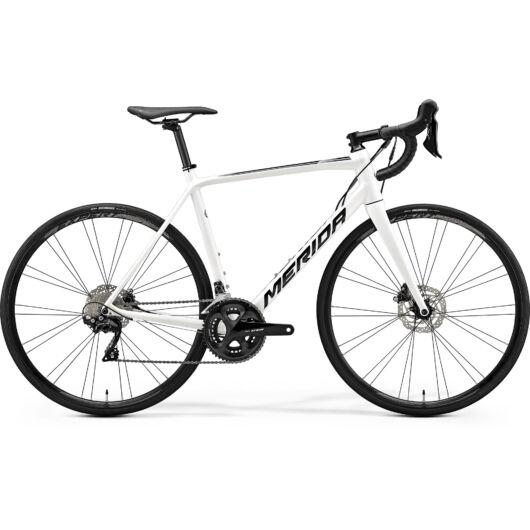 """18480-20 Merida SCULTURA DISC 400 28"""" férfi országúti kerékpár 2020  fehér(fekete)"""