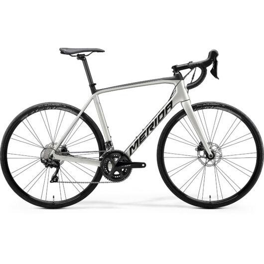 """18446-20 Merida SCULTURA DISC 4000 28"""" férfi országúti kerékpár 2020  selyem titán/fekete"""